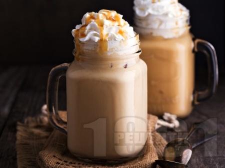 Мокачино с бял шоколад и кафе еспресо - снимка на рецептата